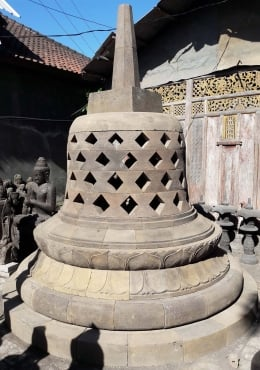 Stone Large Buddhist Stupa with Buddha 137